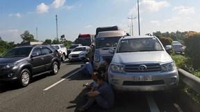 Tai nạn liên hoàn, cao tốc TP.HCM-Trung Lương ùn ứ nhiều km