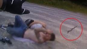 Đang ôm nhau ngủ, bạn trai bỏ chạy thục mạng khi thấy rắn đuôi chuông