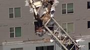 Khoảnh khắc sập cần cẩu, xé toạc tòa nhà tại Mỹ