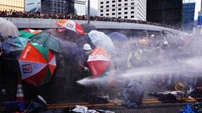 Cảnh sát đụng độ người dân, biểu tình ở Hong Kong thành bạo lực
