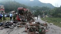 Hòa Bình: Xe tải đâm xe giường nằm, hơn 40 người thương vong