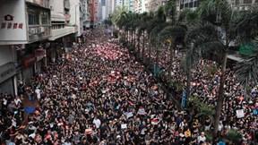 2 triệu người xuống đường biểu tình, lãnh đạo Hong Kong xin lỗi người dân