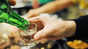 Uống nhiều rượu dẫn tới thay đổi DNA khiến ngày càng thèm rượu