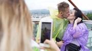 Khách Tây phấn khích trải nghiệm chuyến buýt 2 tầng đầu tiên tại Hạ Long