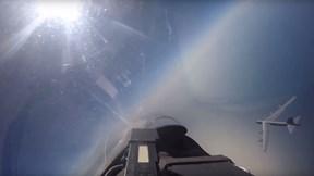 Su-27 Nga chặn máy bay ném bom chiến lược B-52H Mỹ