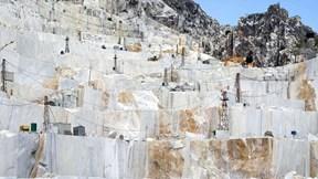 Bên trong những dãy núi 'vàng trắng' trị giá 1 tỷ USD của Italia