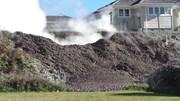 Hố bùn khổng lồ sôi sùng sục xuất hiện ngay trong nhà