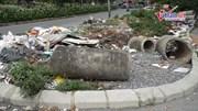 Cầu vượt Hoàng Hoa Thám – Văn Cao ngập rác thải, tràn đầy ra lòng đường