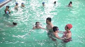 Lớp học bơi vui vẻ, hoàn toàn miễn phí ở Hà Nội