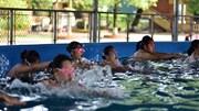 Chi hơn 7 tỷ đồng lắp đặt bể bơi thông minh, dạy miễn phí cho trẻ em