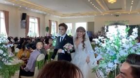 Thu Thủy song ca cùng chú rể kém 10 tuổi trong đám cưới