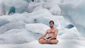 Bí ẩn 'Người băng' thoải mái tắm mưa tuyết, dầm mình trong băng