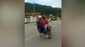 Kết đắng cho biker cao hứng phô diễn bốc đầu giữa đường