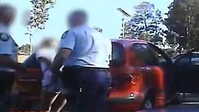 Cô gái bị cảnh sát bắt và ấn đầu vào ô tô vì chửi thề gần trường học