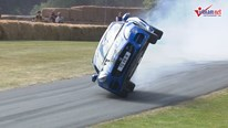 Xem Jaguar F-Type chạy bằng 2 bánh điệu nghệ ở Goodwood