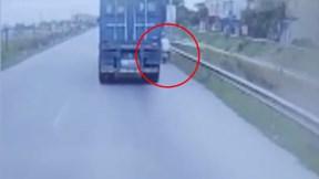 Người đàn ông may mắn thoát chết vì cố vượt container