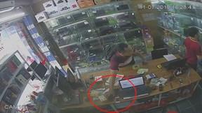 Thanh niên vờ hỏi mua laptop rồi tranh thủ trộm iPhone X của nhân viên