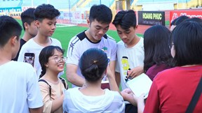 Xuân Trường, Văn Toàn 'khốn khổ' vượt vòng vây người hâm mộ
