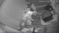 Camera ghi cảnh trộm đục két sắt, trộm 5 tỷ nhà ca sĩ Nhật Kim Anh
