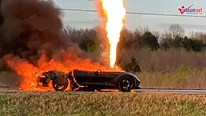 Siêu xe Corvette Z51 bốc cháy dữ dội giữa đường