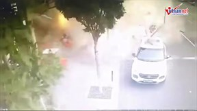 Nổ khí ga ở nhà hàng đồ nướng, lính cứu hỏa ôm bình ga chạy ra ngoài