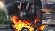 Xe bồn cùng xe ben bốc cháy dữ dội, hai cha con chết cháy trong cabin