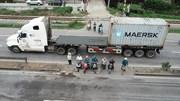 Sau tai nạn thảm khốc, người dẫn vẫn 'liều mình' băng qua quốc lộ 5