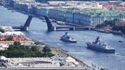 Mãn nhãn với màn diễu hành trên biển của tàu chiến, tàu ngầm hải quân Nga