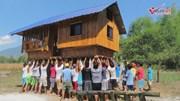 Philippines: Kỳ lạ tục lệ di chuyển, bê cả nhà bằng tay không đến nơi ở mới