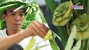 Làm đồ thủ công từ lá dừa nước, thanh niên thu tiền triệu mỗi ngày