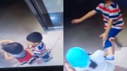 Bé trai dắt theo dây thừng bị treo bổng lên cao trong thang máy
