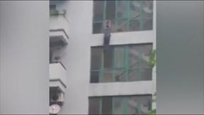 Hà Nội: Người đàn ông nhảy từ ban công xuống tử tự