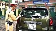 Hà Nội: CSGT xử lý hàng loạt ô tô đỗ trên vỉa hè