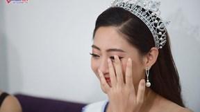 HH Lương Thùy Linh bật khóc nức nở vì món quà bất ngờ