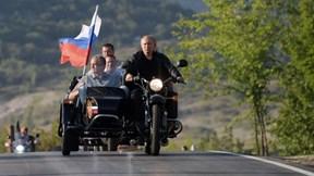 Tổng thống Putin lái xe phân khối lớn chở quan chức Crưm tại lễ hội mô tô