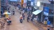 Clip chứng minh xe máy chở người đi cấp cứu tự tông vào mô tô của CSGT