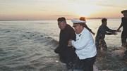 Ông Kim Jong Un lội nước chỉ đạo phóng tên lửa siêu lớn