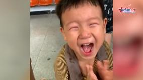 Phản ứng của bé trai khi đi tiêm phòng gây sốt cộng đồng mạng