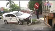 Container mất lái, tông nát hai ô tô, húc đổ cây to trước nhà dân