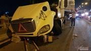 Xe container đâm 3 xe máy trên cầu Thanh Trì, 1 người rơi xuống sông Hồng