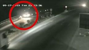Camera 'bóc' nguyên nhân xe máy bị xe đầu kéo tông nguy kịch