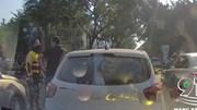 Tài xế ô tô rút gậy đuổi đánh xe ôm công nghệ sau khi bị thách thức