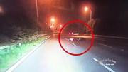 Chạy ngược chiều trên đại lộ Thăng Long, người phụ nữ bị ô tô tông trúng