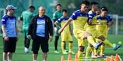 Hàng loạt cầu thủ U22 Việt Nam gặp chấn thương khi tập trên sân cỏ nhân tạo