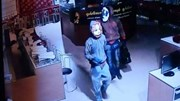 Trộm đeo mặt nạ thú qua mặt 6 bảo vệ cuỗm 30kg trang sức trong cửa hàng