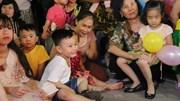 Quây quần đón Trung Thu muộn, cư dân khu Rạng Đông thấy vui hơn cả Tết