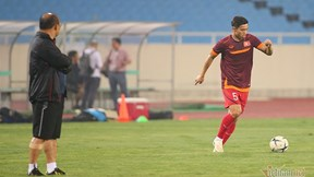 HLV Park dán mắt 'soi giò' Văn Hậu, Công Phượng trước trận gặp Malaysia