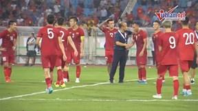 HLV Park ôm từng học trò ăn mừng chiến thắng trước tuyển Malaysia