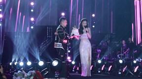 Đông Nhi bất ngờ được Khắc Việt tổ chức sinh nhật trên sân khấu