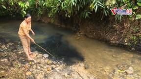 Nước sạch Hà Nội có mùi lạ: Nghi vấn đổ dầu thải ở đầu nguồn nước sông Đà
